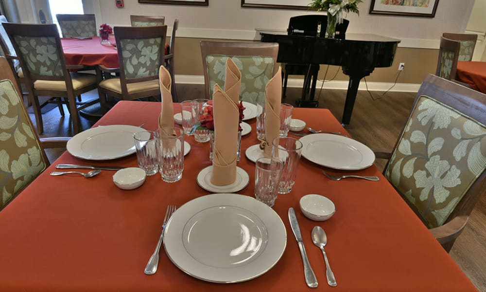 Family Style Dining at Dogwood Pointe Senior Living in Milan, Tennessee