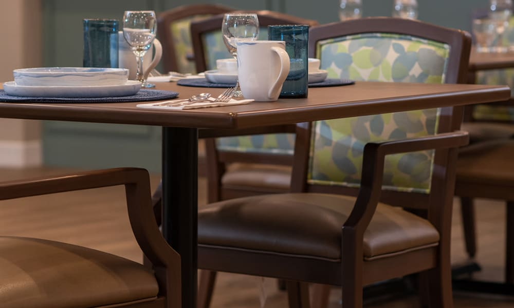 Dining experience at Seasons Memory Care at Rolling Hills in Torrance, California.