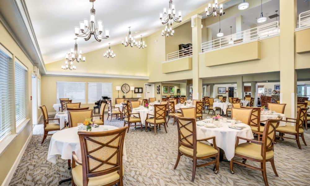 Large dining room at Woodside Senior Living in Springfield, Oregon
