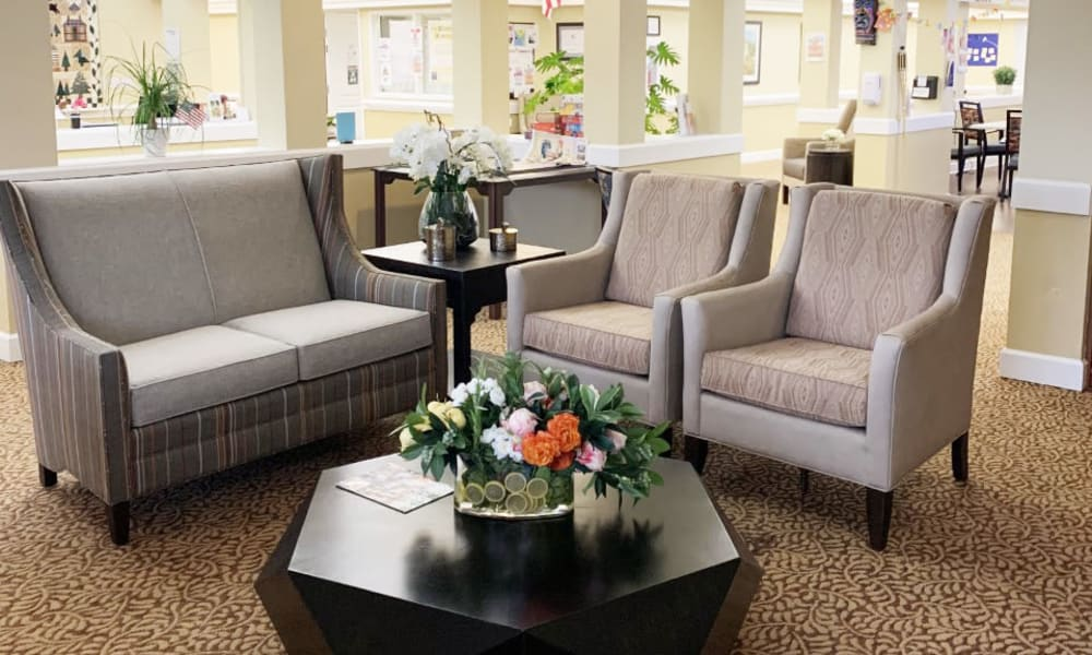 Lounge room at Lassen House Senior Living in Red Bluff, California