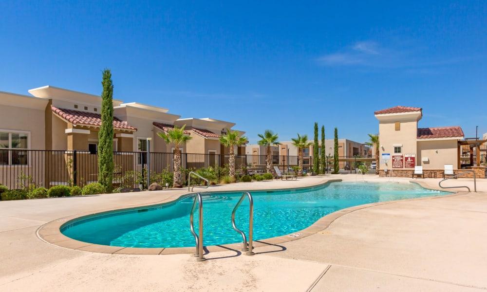 Beautiful swimming pool at Sonoma Palms