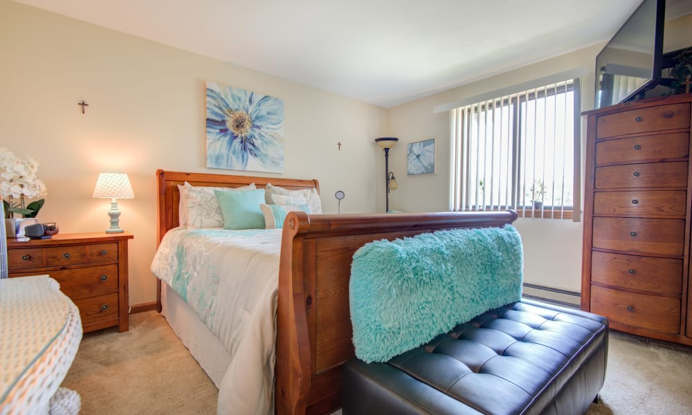 Large bedrooms at Kimbrook Manor Apartments in Baldwinsville, New York