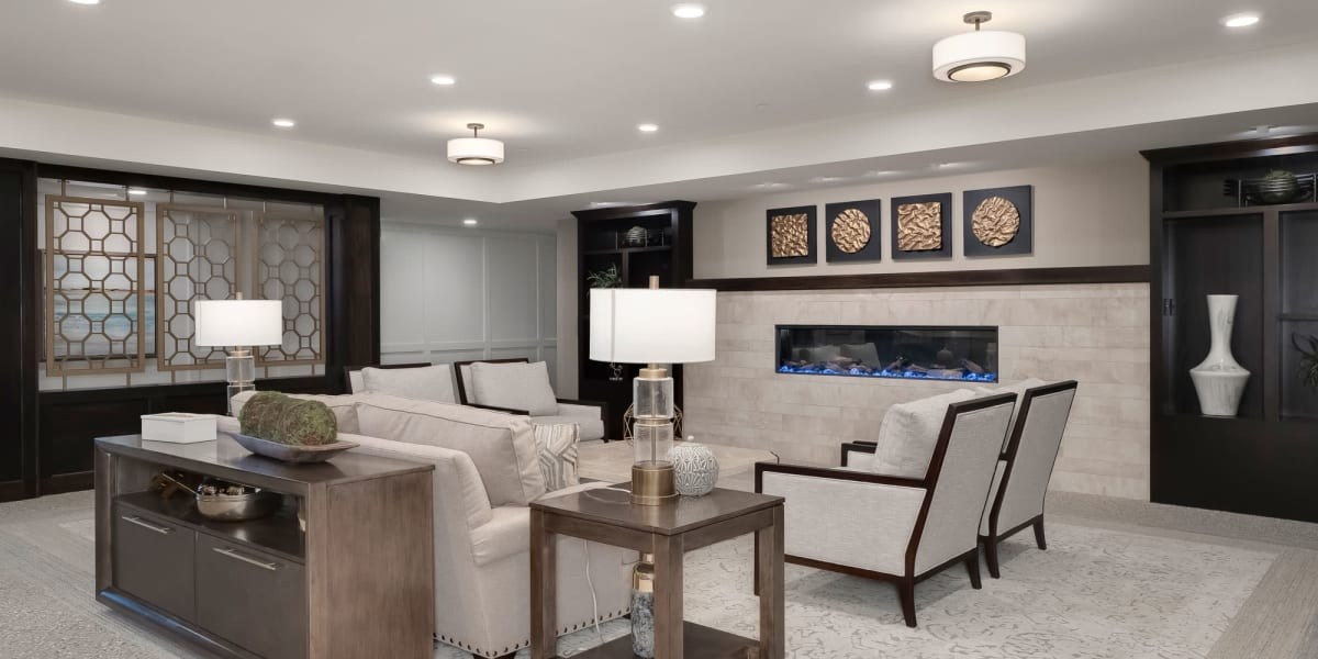 Lounge at Applewood Pointe of Westminster in Westminster, Colorado
