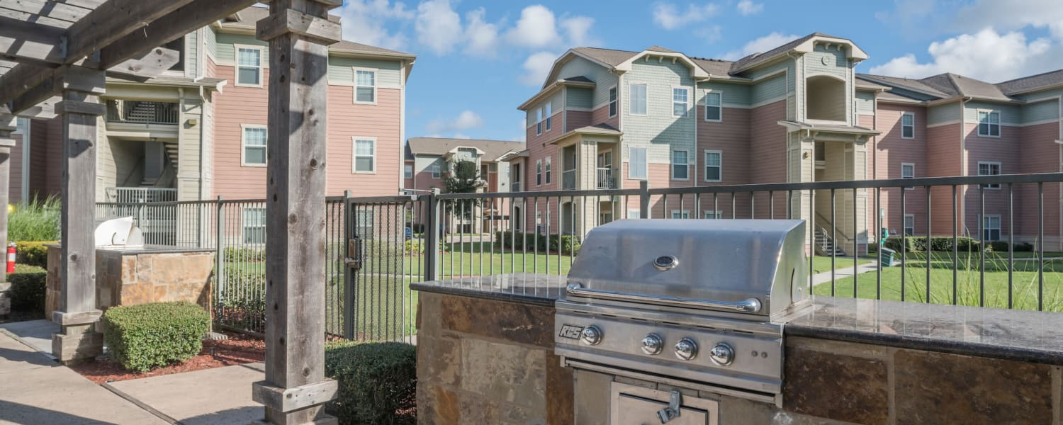 Barbeque area at Cambria Cove Apartments in Houston, Texas