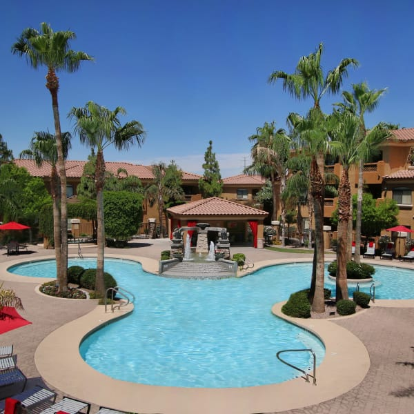 Large resort-style pool at The Retreat at the Raven in Phoenix, Arizona