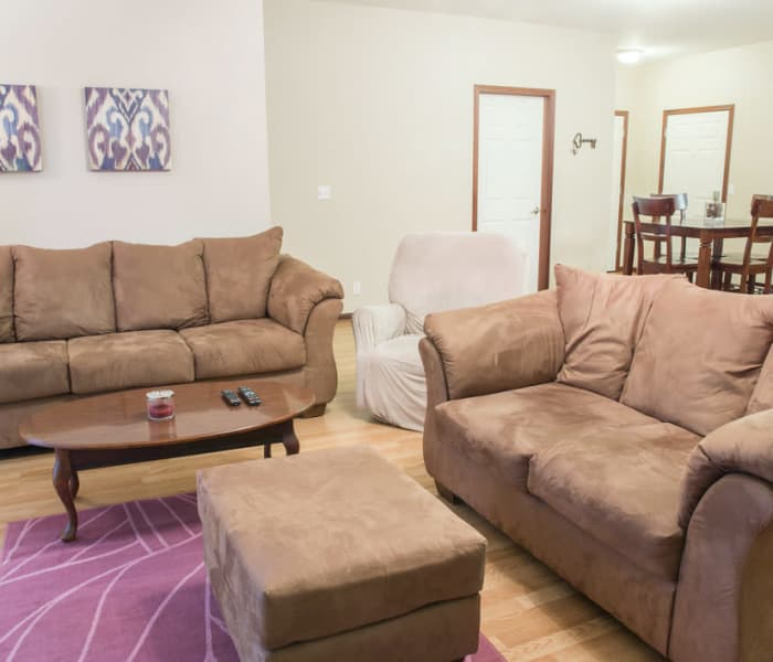 Golfview Apartments: Pleasant Hill, IA Student Apartments For Rent