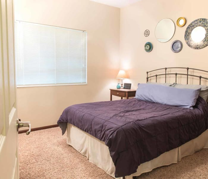 Single bedroom at Golf View in Pleasant Hill, Iowa