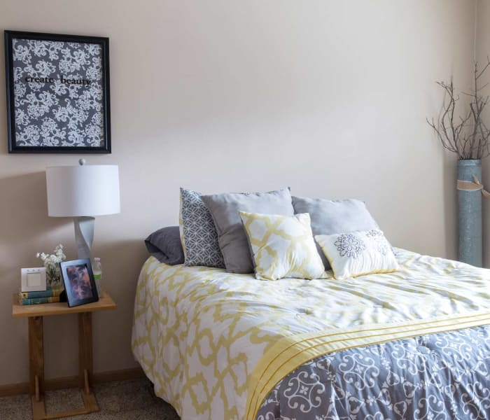 A spacious bedroom at Riverwood in Pleasant Hill, Iowa