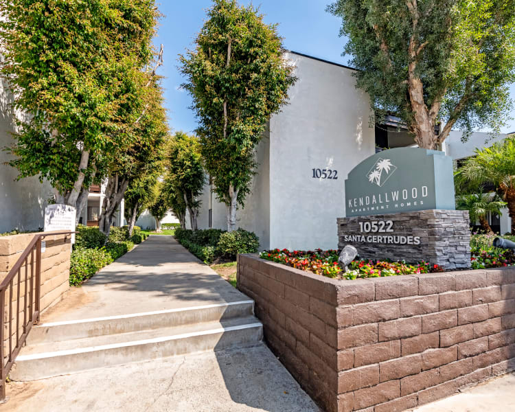 Click to see our photos at Kendallwood Apartments in Whittier, California
