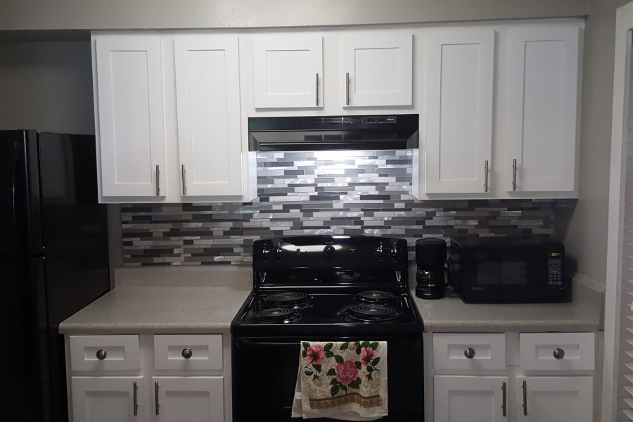 Fully equipped kitchen at Pier 5350 in Jacksonville, Florida
