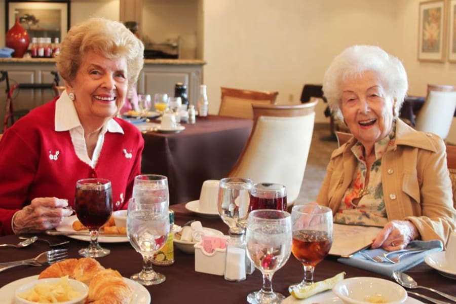 Seniors enjoying a delicious meal served at The Commons at Woodland Hills in Woodland Hills, California
