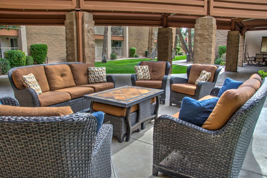 Comfortable seating at one of the outside common areas at Bella Vista Senior Living in Mesa, Arizona