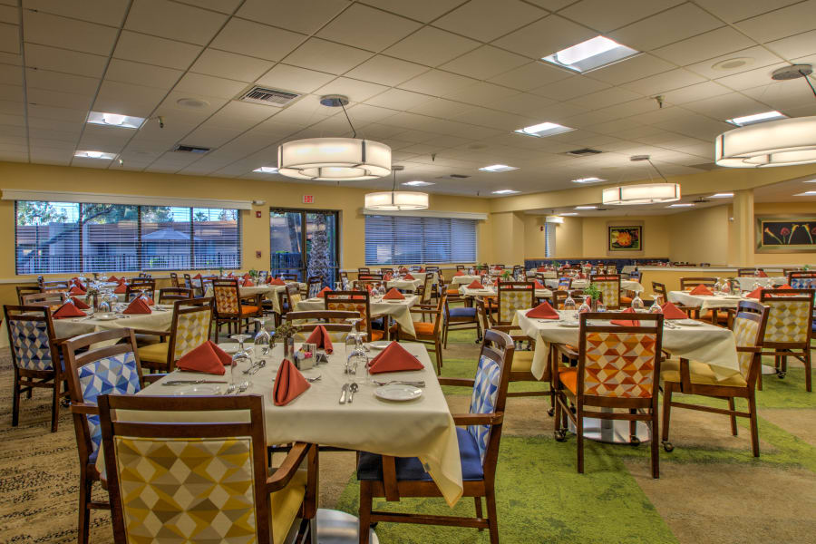 Main dining room at Bella Vista Senior Living in Mesa, Arizona