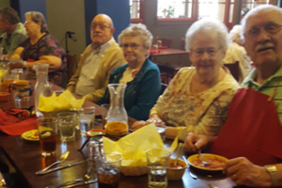 Residents at a lunch outing near Casa Del Rio Senior Living in Peoria, Arizona