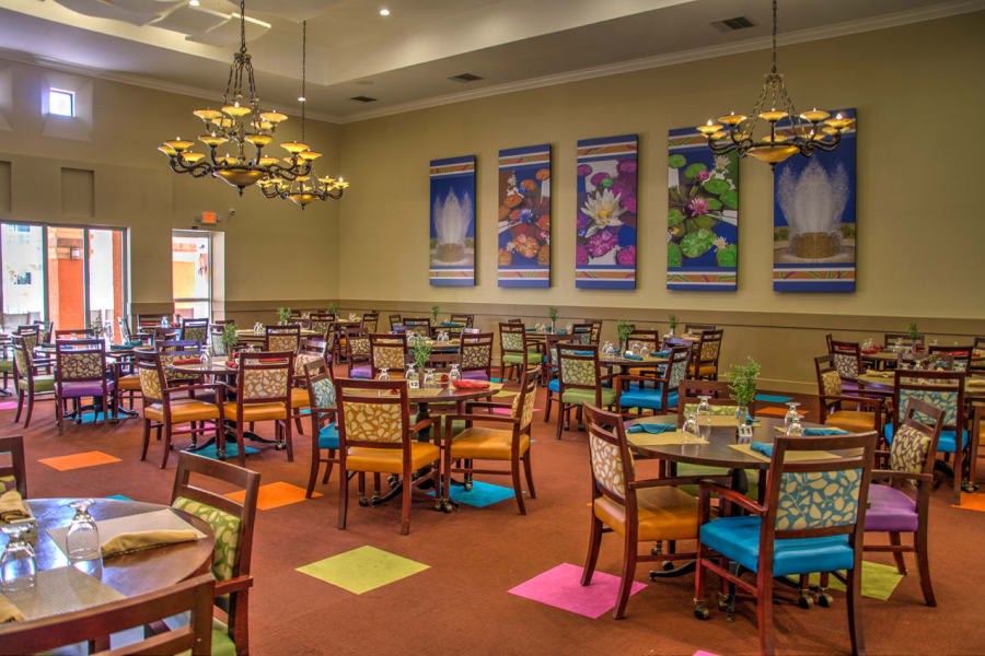 Main dining hall at Casa Del Rio Senior Living in Peoria, Arizona