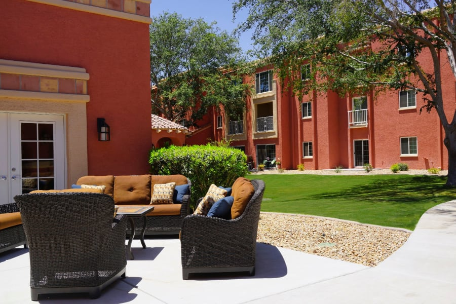 Outdoor lounge area at Casa Del Rio Senior Living in Peoria, Arizona