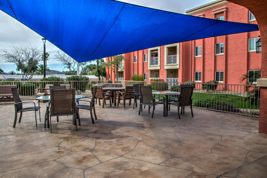 Covered seating outside at Casa Del Rio Senior Living in Peoria, Arizona