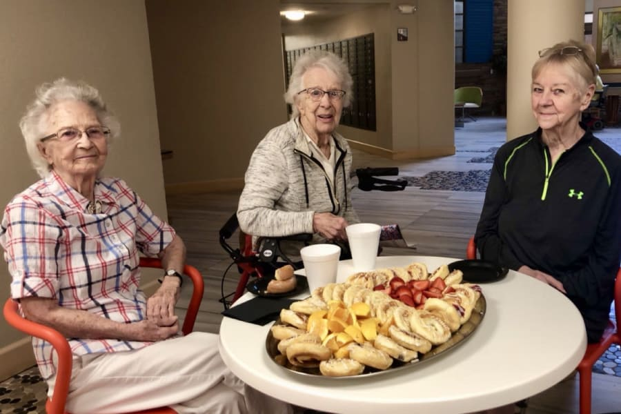 Residents getting to know each other in the Bistro at Bella Vista Senior Living in Mesa, Arizona