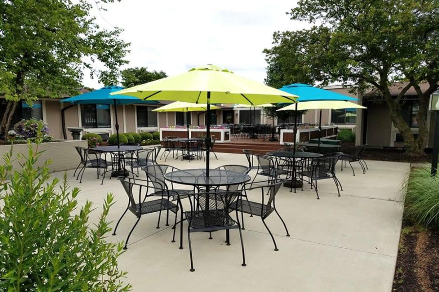 exterior seating at Hampton Woods in Columbus, Ohio