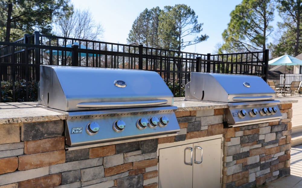 Link to amenities at The Flats at Arrowood in Charlotte, North Carolina