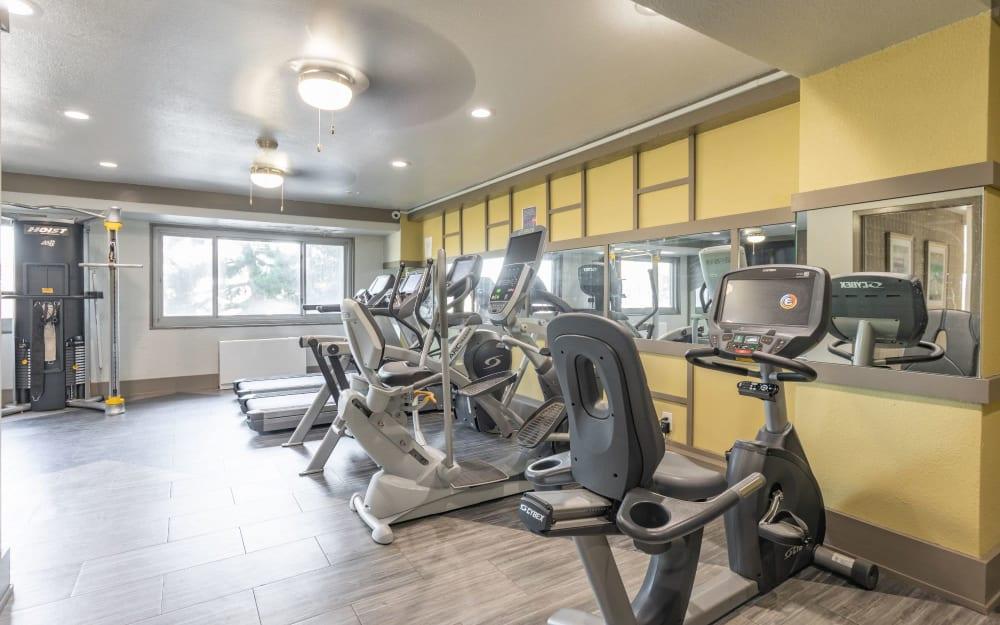 Link to amenities at Pembroke Towers in Norfolk, Virginia