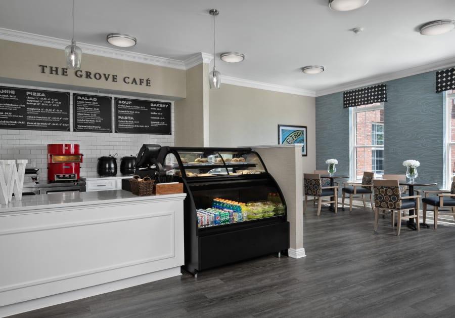 Cafe at Waltonwood Lakeside in Sterling Heights, MI