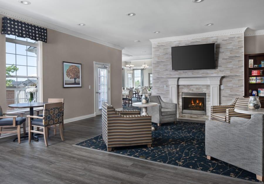 Lounge area at Waltonwood Lakeside in Sterling Heights, MI