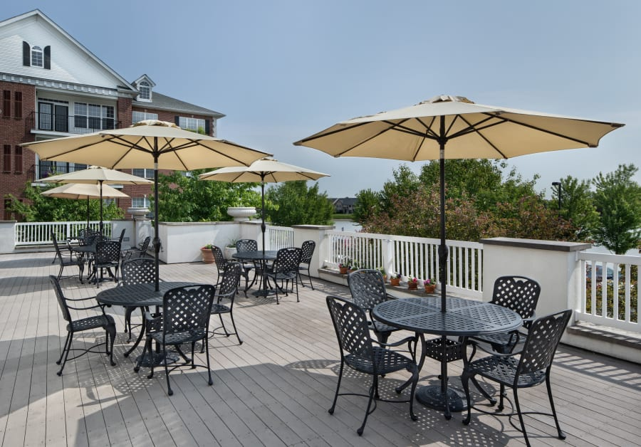 Patio seating at Waltonwood Lakeside in Sterling Heights, MI