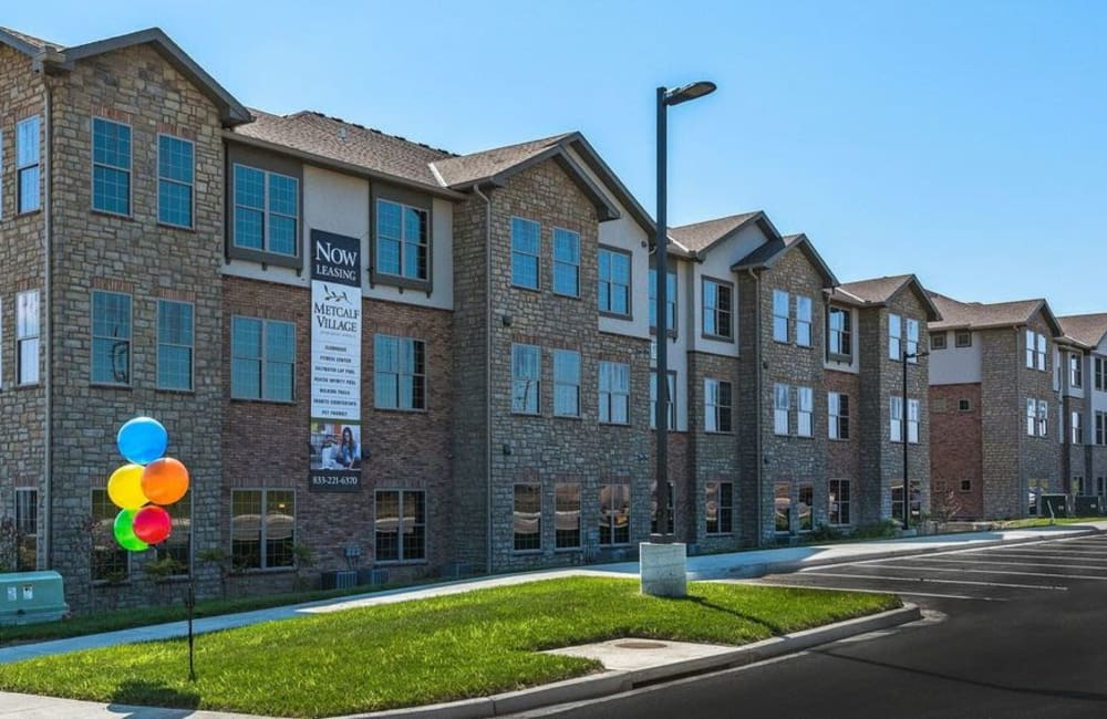 Apartment exterior at Boulders at Overland Park Apartments in Overland Park, Kansas