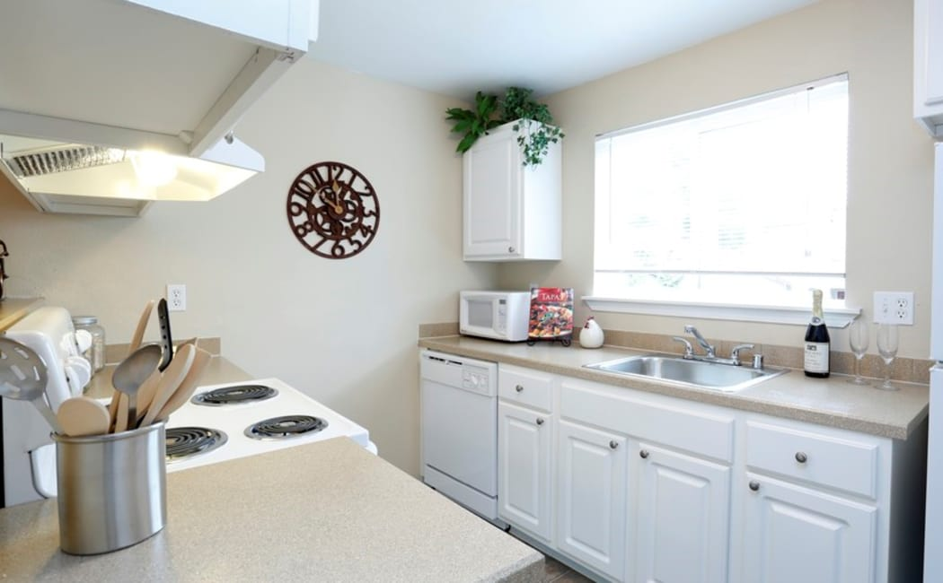 Bright and modern kitchen in model home at Discovery Landing Apartment Homes