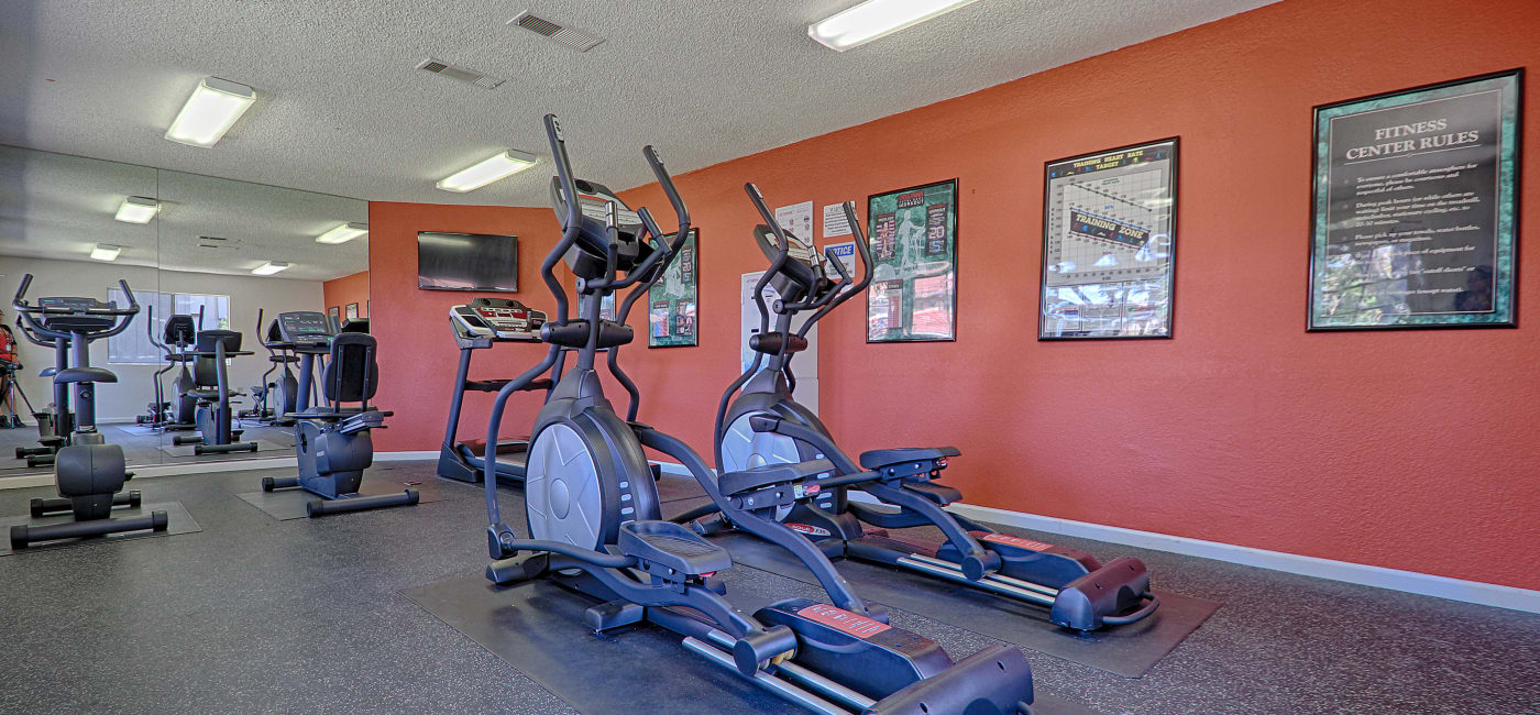 Fully equipped fitness center at Country Hills Apartment Homes