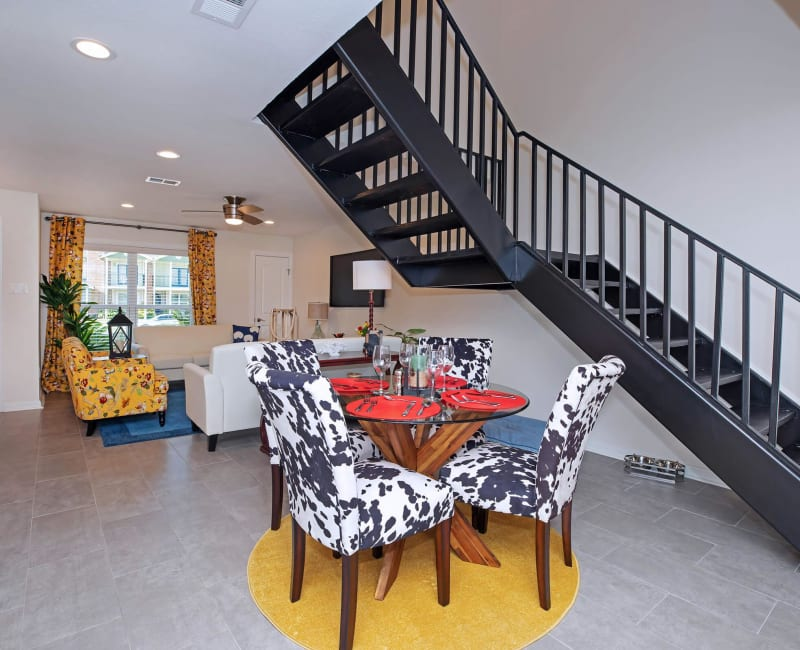 Open concept floor plans at Roundhill Townhomes in Houston, Texas