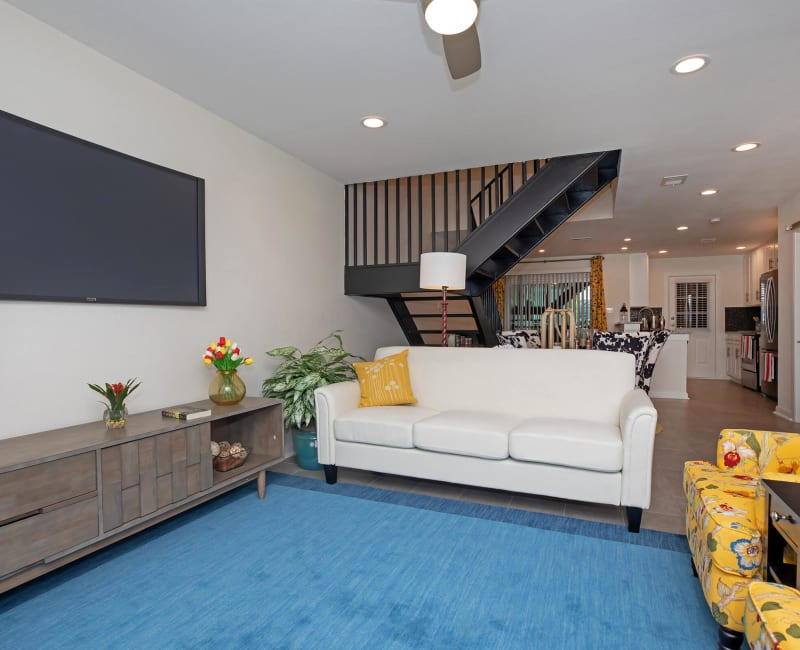 Living room at Roundhill Townhomes in Houston, Texas