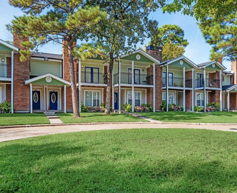 Exterior of Roundhill Townhomes in Houston, Texas