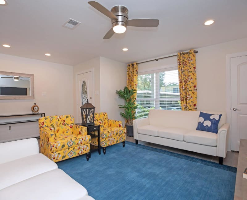 Spacious, bright living room at Roundhill Townhomes in Houston, Texas