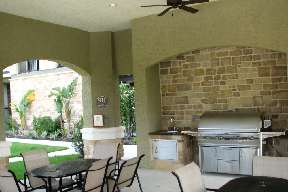 Outdoor grill and patio at The Abbey on Lake Wyndemere