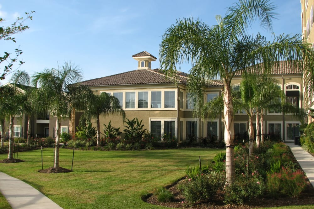 Landscaping and exterior of The Abbey on Lake Wyndemere in The Woodlands