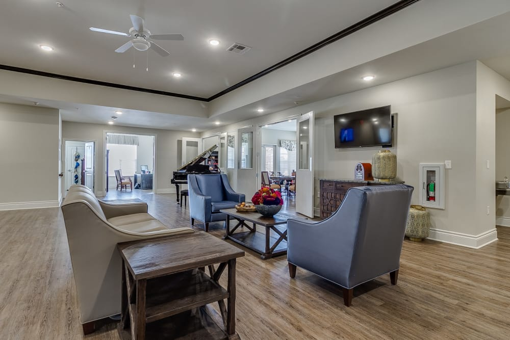 Iris Memory Care of Rowlett clubhouse and flat-screen tv in Rowlett