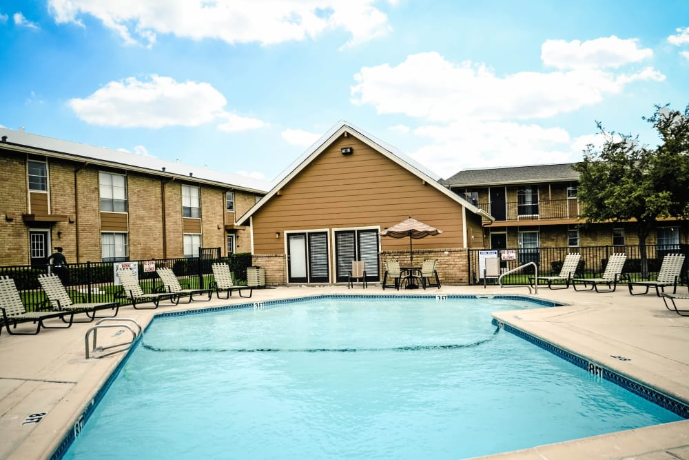 Pool at Sandpebble Apartments in Irving