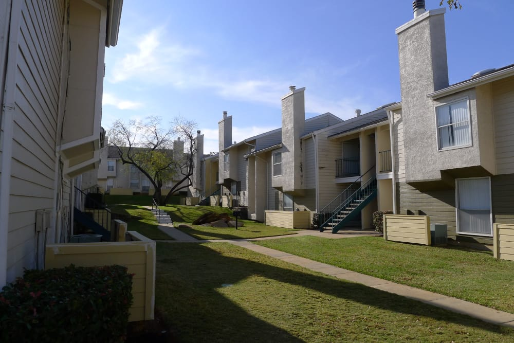 Beautiful exterior of Hidden Valley Apartments in Arlington