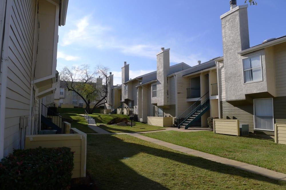 Beautiful exterior of Hidden Valley Apartments in Arlington