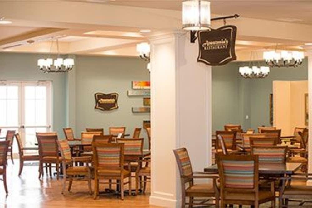 Full restaurant at Symphony at Stuart