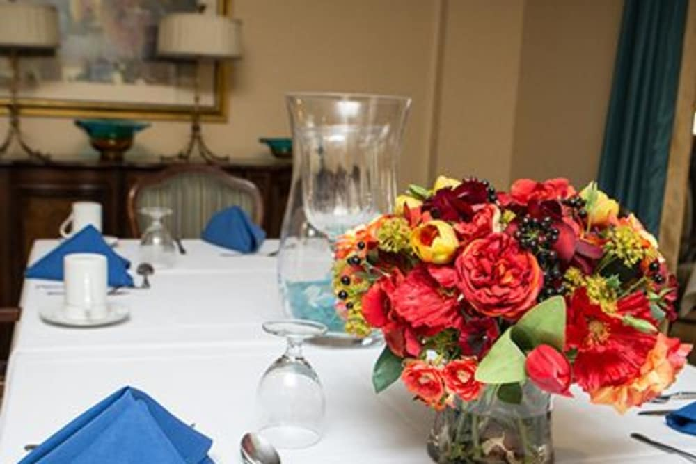 Pretty flowers compliment the dining area at Woodholme Gardens