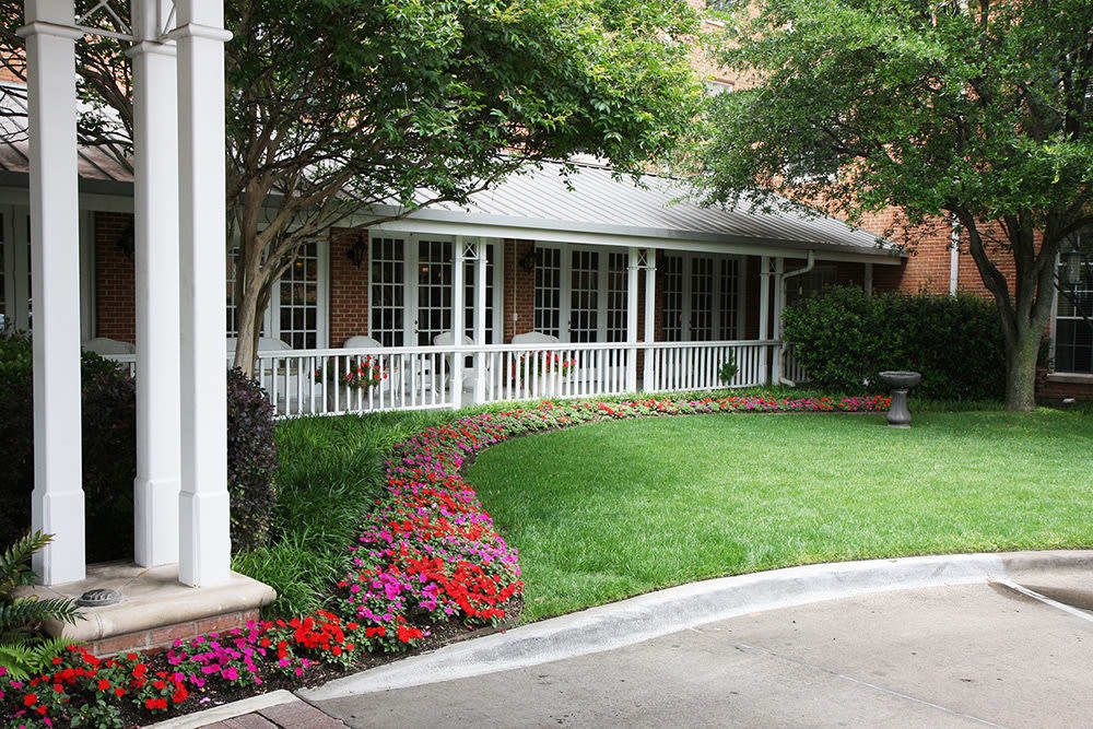 Caruth Haven Court landscaping in Dallas