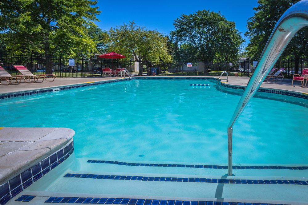 Chestnut Lake refreshing pool in Ypsilanti, MI