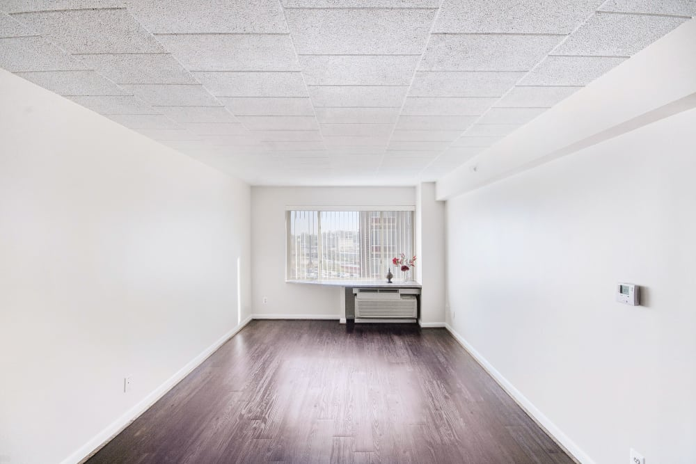 Edgewood Commons building 601 living room
