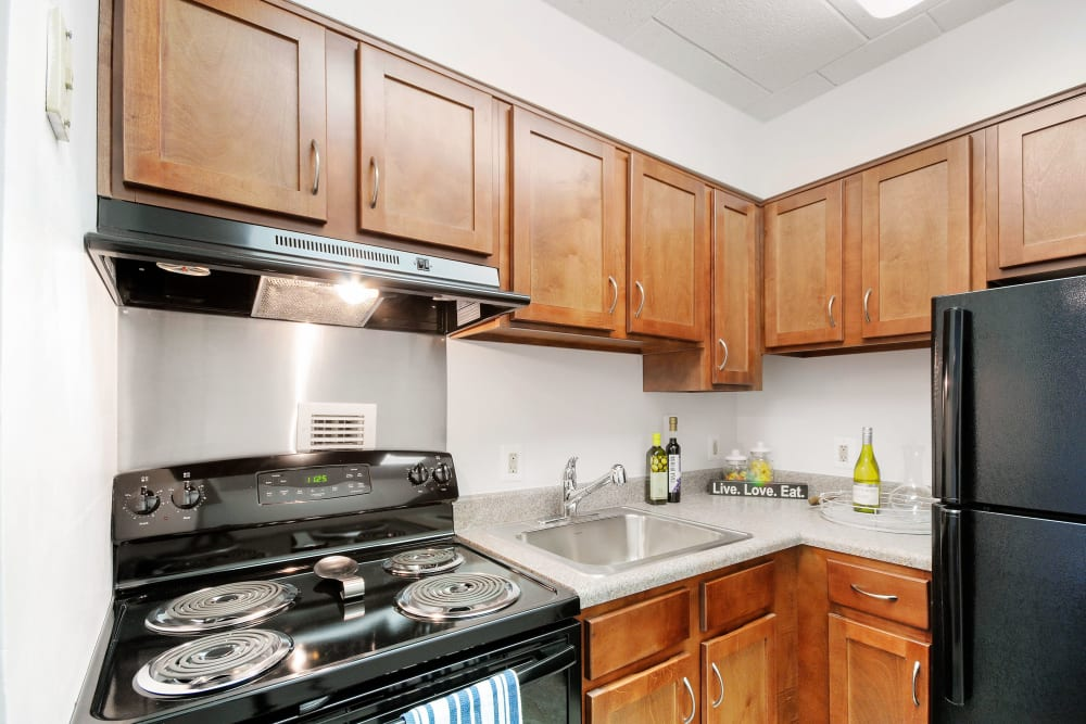 Edgewood Commons kitchen with black appliances