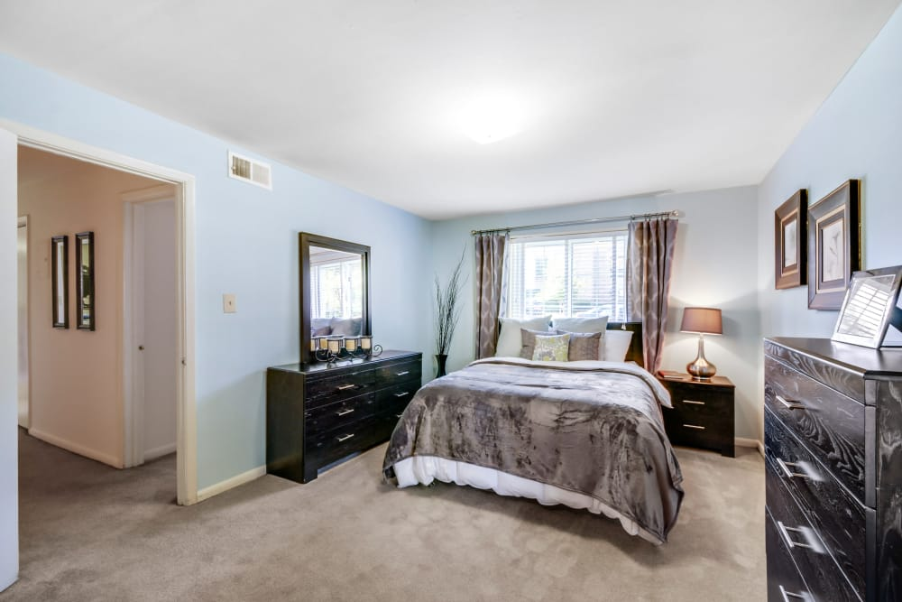 Master bedroom at Wedgewood Apartments