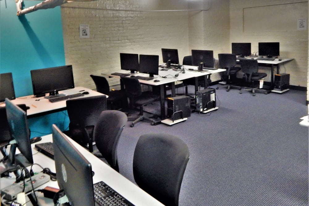 Community computer center at R Street