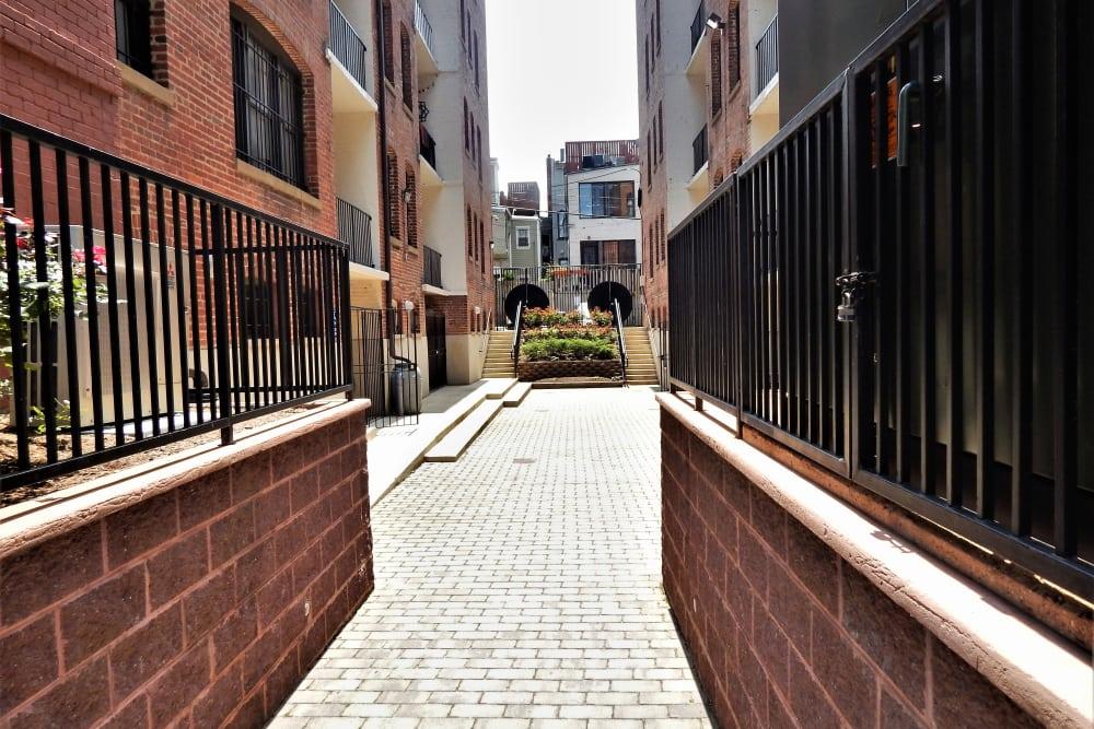 R Street walkway